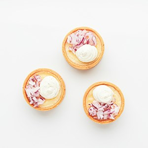 Miniquiche with cheese from Västerbotten Smetana and red onions Price is for 10 canapés